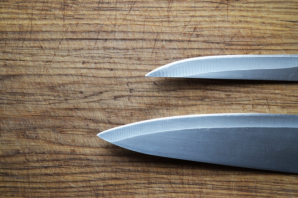 Carbon Steel vs. Stainless Steel: How to Choose Your Knives